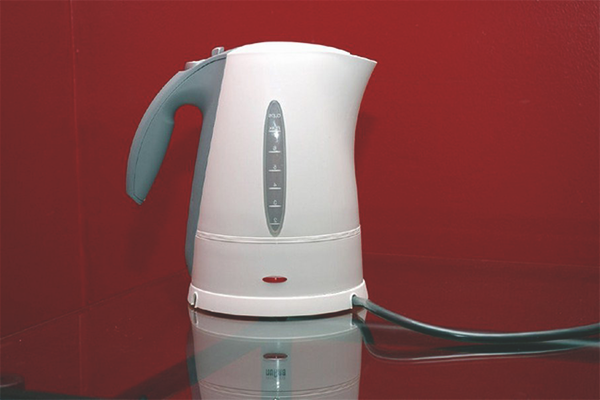How to get rid of the smell of plastic in the kettle