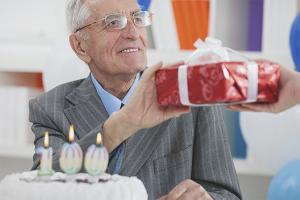Πώς να συγχαρώ τον παππού για τα γενέθλια