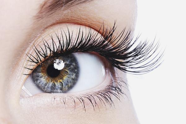 Long eyelashes at home