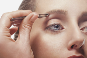 How to pluck eyebrows