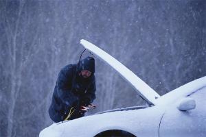 Cum să porniți mașina dacă acumulatorul este mort