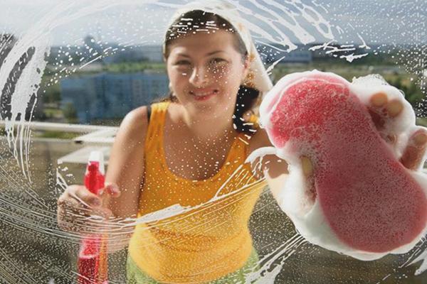 Comment nettoyer les fenêtres en plastique sans taches