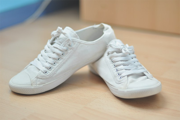 Як відбілити білі кросівки в домашніх умовах a31a3fbd07a5c