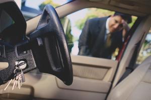 Cum să deschizi o mașină fără o cheie