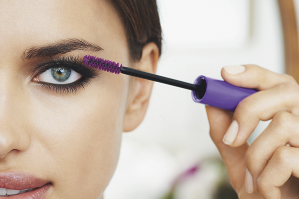 How to paint the eyelashes with mascara