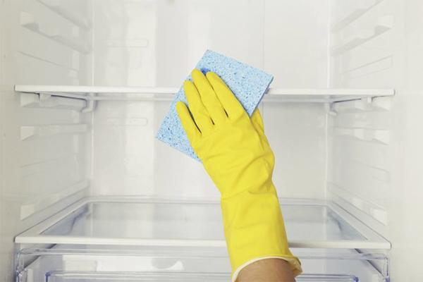 So entfernen Sie einen unangenehmen Geruch aus dem Kühlschrank