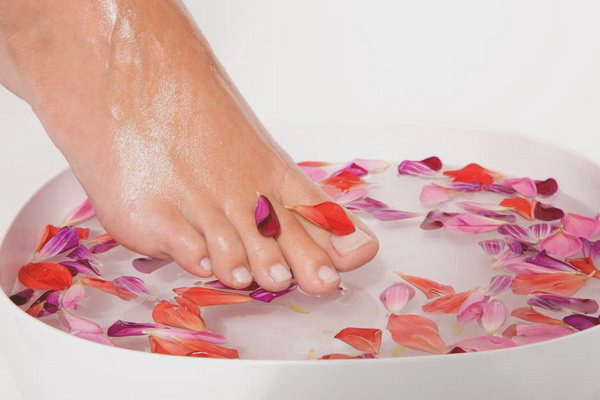 Inmuierea unghiilor de la picioare
