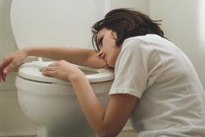 Comment se débarrasser des nausées après l'alcool