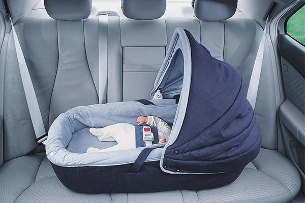 431ac5fe17659 Yeni doğmuş bebeği kurallara göre arabada nasıl nakledilir