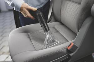 Cum să curățați scaunul auto