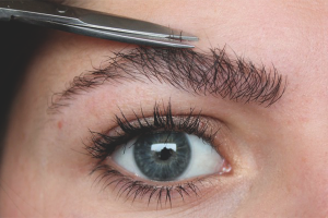 How to cut your eyebrows