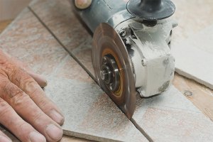 How to cut porcelain tiles