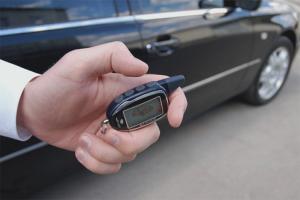 Cum să dezactivați alarma pe mașină fără un breloc