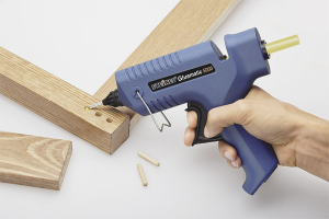 How to use a glue gun