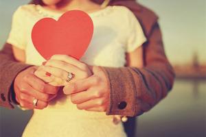 Πώς να αποδείξεις σε μια κοπέλα ότι την αγαπάς