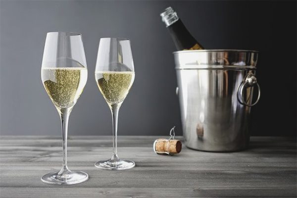 How To Drink Champagne Tips