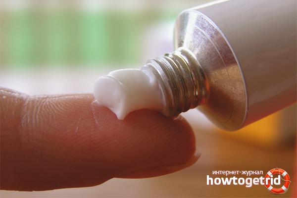 Πώς να αφαιρέσετε τον μώλωπα κάτω από το μάτι με τη βοήθεια των φαρμακευτικών προϊόντων