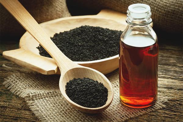 Les avantages et les inconvénients de l'huile de cumin noir