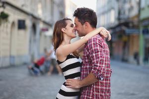 Comment comprendre que le mec veut t'embrasser