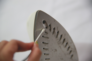 How to clean the iron from the burn