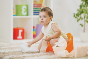 What to do if the child is afraid to sit on the pot