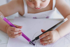 How to identify a left-handed or right-handed child