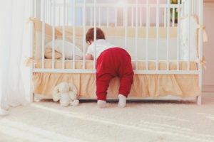 How to choose a crib for a newborn