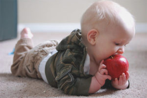How to teach a child to chew solid food