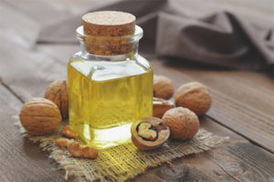 Walnut oil for the face
