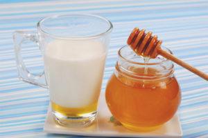 Γάλα με μέλι βήχα