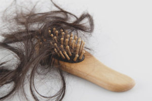 Remedii populare pentru căderea părului