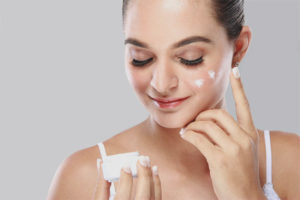 Peculiarities of skin care after peeling