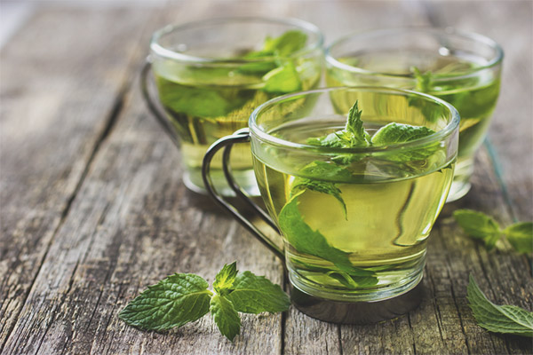 Les avantages et les inconvénients du thé à la menthe