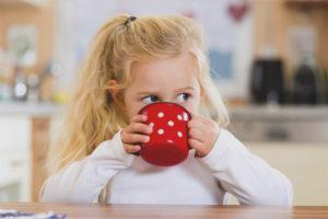 À quel âge peut-on donner du thé à l'enfant