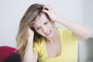 Comment se débarrasser des pellicules et des démangeaisons à la tête