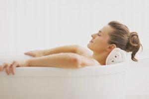 Quand vous pouvez prendre un bain après l'accouchement