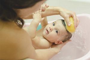 Puis-je laver le bébé après la vaccination