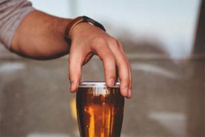 Puis-je boire de la bière après une extraction dentaire?