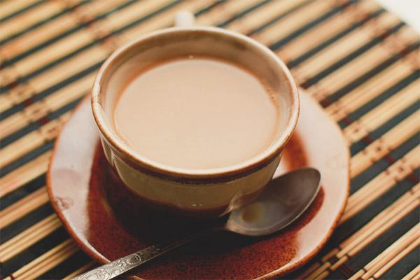 Slăbiciunea laptelui de ceai