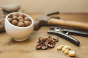 How to split hazelnuts