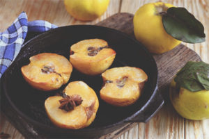 How to bake a quince in the oven