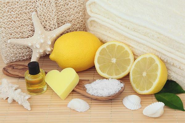 Lemon facial peeling
