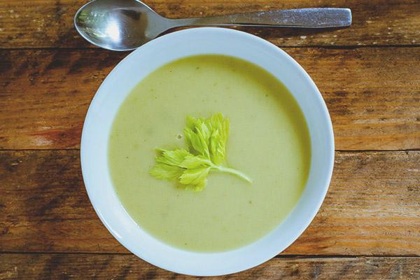Soupe de céleri pour perdre du poids